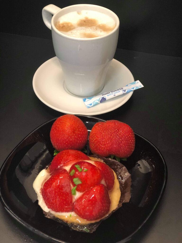 kaffe og jordbærkage